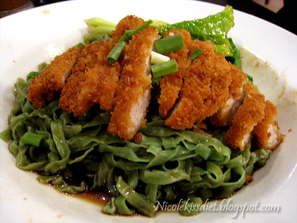 spinach noodle with pork chop