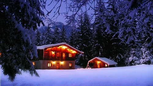 Chalet in the snowy twilight, December 2007