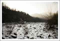 il fiume d'inverno (*jos*) Tags: winter snow cold canon river landscapes fiume valle valley neve 5d inverno paesaggi freddo vallidilanzo canoniani