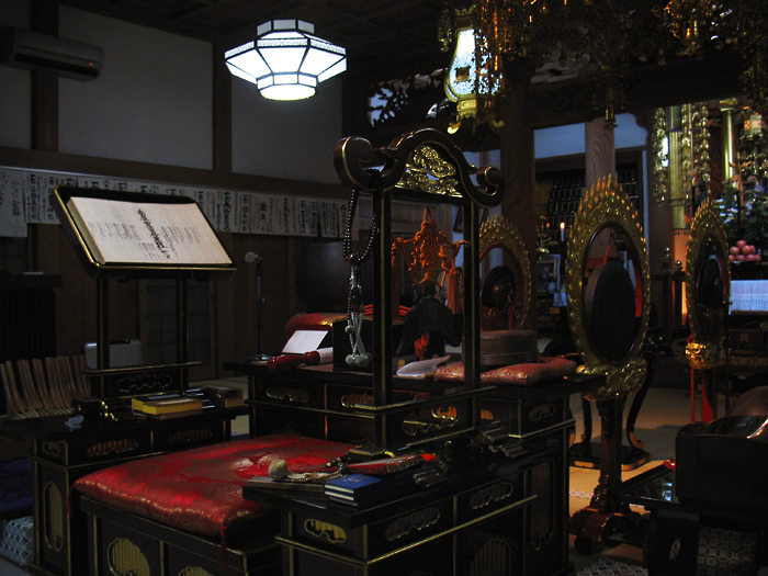 Buddhistic_shrine_inside