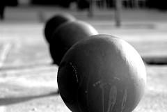 ボール (Bernat Nacente Foto) Tags: barcelona bw white black film ball spain fuji simulation pro fujifilm catalunya f2 nikkor blanc negre s5 ボール スペイン 白黒 バルセロナ boles nohdr s5pro カタルニャ