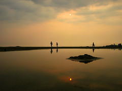 Beihai Sunset (Life in AsiaNZ) Tags: china sunset people sun beach water backlight clouds canon reflections sand asia g chinese silhouettes powershot fv10 series    beihai  guangxi   g9 gseries   canong9  lifeinnanning flickrgiants