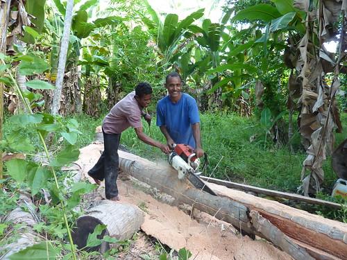 Alor Island - Creating a boat at Pantar Island
