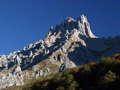 Torre del Friero (jtsoft) Tags: mountains landscape olympus otoo len picosdeeuropa e510 friero valden zd1442mm jtsoftorg