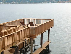 2有錢人家的陽台,下面可停船