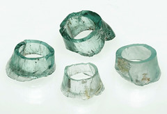 Roman glass, sort moils