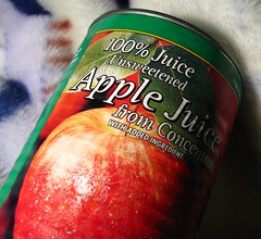 Apple juice - Macro (Yousf Ali) Tags: apple canon s5