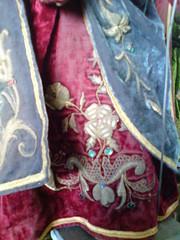 Detalle de la tnica de San Jos, imagen de misterio navideo, Guatemala (RobertoUrrea) Tags: sculpture navidad arte guatemala religion sanjose escultura belen nacimiento imagen woodcarving oro scultura tunica bordado pesebre catolicismo centroamerica antiguedad americacentral vestidura robertourrea