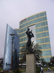 Lima batiment statue