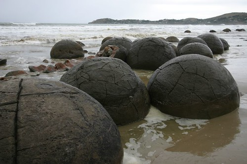 Moeraki Boulders, south of Oamaru. NZ.