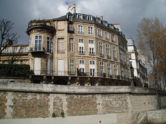 Quai d'Anjou on the le Saint Louis (jane_sanders) Tags: paris france seine river boattrip lestlouis laseine lesaintlouis 4earrondissement quaidanjou 4tharrondissement