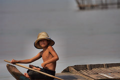 Tonle Sap_Boy with Hat (JFlewellen) Tags: water birds river children fishing cambodia tonlesap boaters commontern hardlife