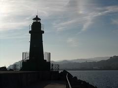uno strano fenomeno (fotomie2009) Tags: imperia oneglia liguria italy italia lighthouse faro porto harbour riviera ponente ligure sea mare controluce landscape paesaggio