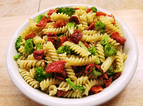 Broccoli and Sun-dried Tomato Fusilli
