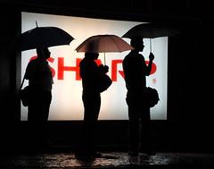 xo chuva !!!!! (jcfilizola) Tags: rain rio chuva noite umbrellas