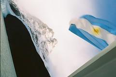 Spegazilli (Negrilli) Tags: lake snow water argentina bandeira boat ship flag glacier glaciar lagoargentino montain argentino catamar