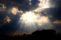Mha... (agn3s3) Tags: nuvole sole ildio giudiziouniversale lucedivina