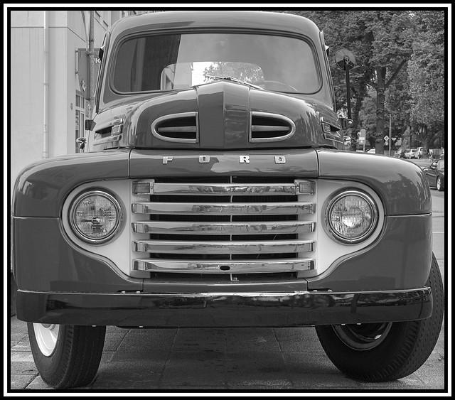 auto blackandwhite reflection car raw pickuptruck oldtimer spiegelung darmstadt klassiker schwarzweis photoshopcs3 flickrgolfclub fordf3