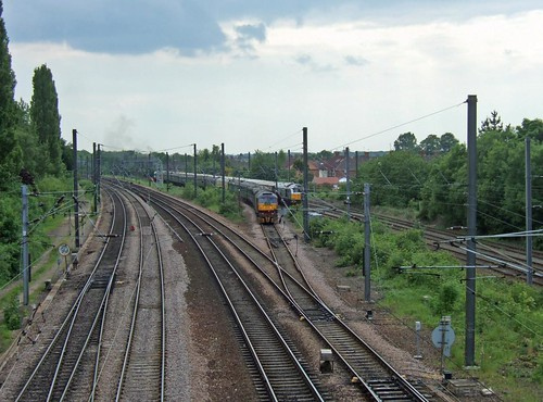 BUSY RAILWAY - YORK - 2