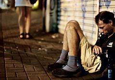 (leo.eloy) Tags: sopaulo sentado pernas augusta rua menina homem bbado pixo belas leoeloy