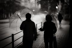 83 (JonathanPuntervold) Tags: bw silhouette japan zeiss umbrella canon tokyo jonathan mark f14 85mm photoblog ii 日本 5d 東京 planar 傘 白黒 suitengumae 水天宮前 puntervold jonathanpuntervold