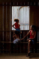 Rio Pago, Curralinho - Maraj - PA. (Laercio Esteves) Tags: boy people girl rio river kid criana menino par amazonia aamazon ribeirinho