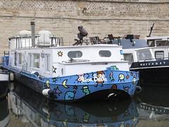 Lisa Belle (Jef Poskanzer) Tags: paris geotagged boat arsenal lisabelle geo:lat=4884959 geo:lon=236732
