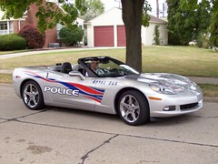 A Royal Oak Chevrolet Corvette C6 convertible police car... (Steve Brandon) Tags: auto usa car geotagged automobile gm michigan unitedstatesofamerica detroit voiture policecar suburb corvette royaloak policeman sportscar c6 chevroletcorvette generalmotors policeofficer woodwardavenue chevycorvette americancar   woodwarddreamcruise corvettec6  gmfyi