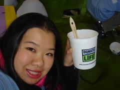 Joz decorates the 2008 Donate Life Rose Parade float