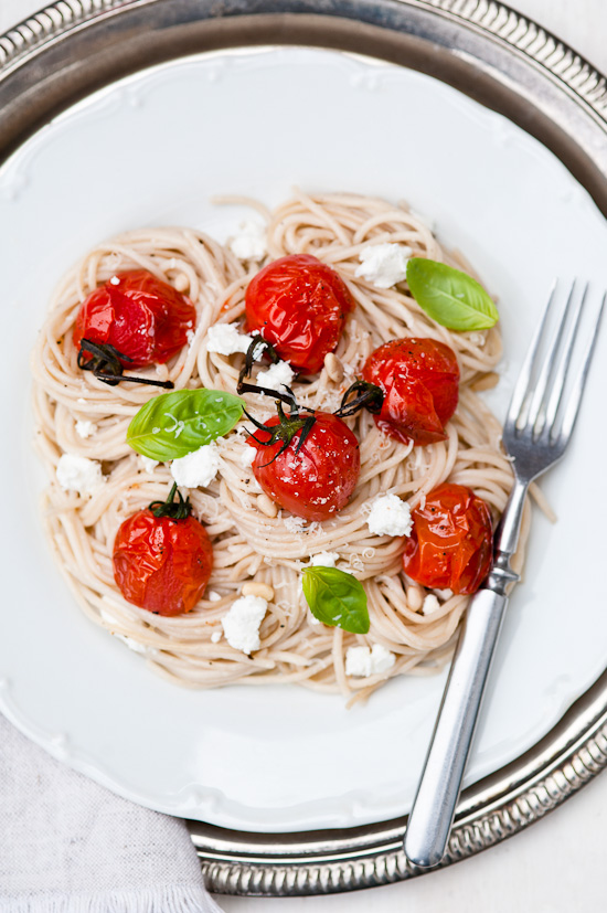 Cook Your Dream: Roasted Cherry Tomatoes and Goat Cheese Spaghetti