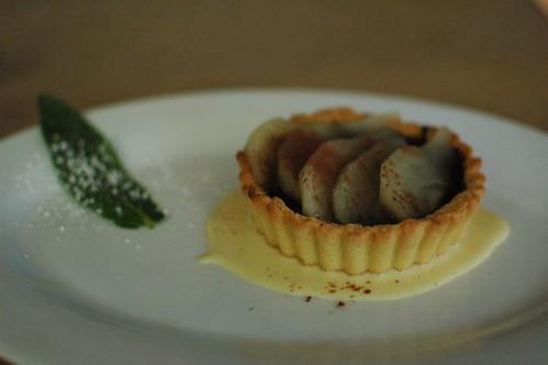 Tartalleta con pere e cioccolato