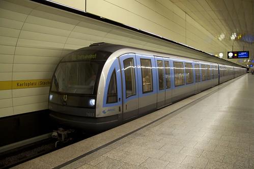 Die direkte Verbindung zwischen Hauptbahnhof, Stachus und Ostbahnhof stellte die U5 her — mit kurzer Fahrzeit und 5-Minuten-Takt