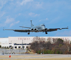 UK-Air Force BAE Systems Nimrod MRA4 (ZJ516) (Michael Davis Photography) Tags: airplane photography nashville unitedkingdom aviation jet airforce warbirds kbna militaryjet cargoramp mra4 airportramp ukairforce baenimrod zj516