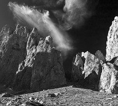 Pambuches (jtsoft) Tags: bw mountains landscape olympus nubes león picosdeeuropa e510 valdeón zd1122mm jtsoftorg