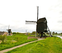 Windmills on the fortifications, Heusden, the Netherlands (robelsas) Tags: holland mill netherlands windmill nederland mills molen windmolen molens heusden postmill standerdmolen aplusphoto adoublefave goldstaraward flickrestrellas gnneniyisithebestofday quarzoespecial qualitypixels