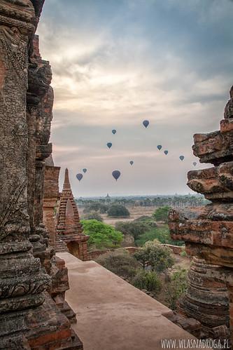 Wschód słońca nad Bagan