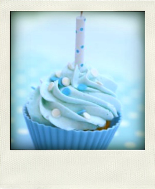 cupcake-birthday-cake-pola