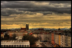 In Mnchen fhnt's immer noch (zahn-i) Tags: city sky urban panorama mountains alps clouds munich mnchen bayern bavaria himmel wolken monaco berge alpine stadt monte alpen montaa frauenkirche fh fachhochschule hdr fhn munique tonemapped 071207 theme2007inreview
