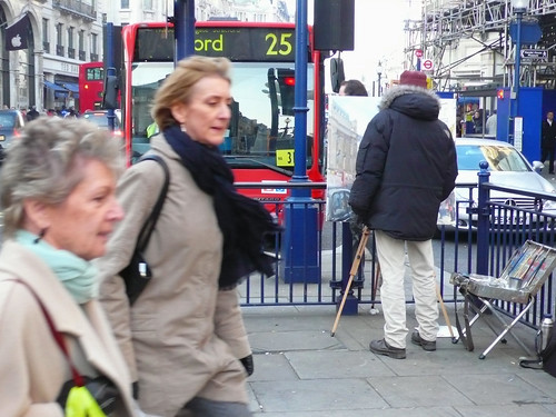 Painter on traffic island with Christmas shoppers. London P1020467