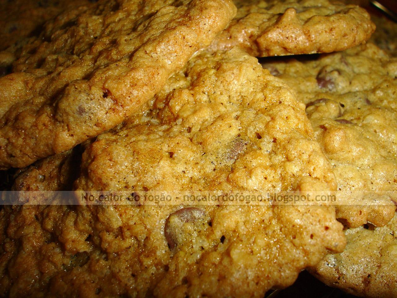 Cookies de aveia, chocolate e macadâmia