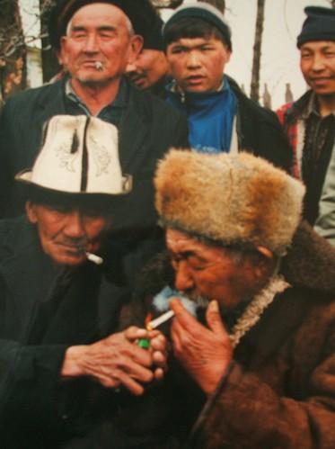 Gutta i røyken