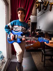 Lucas - Teisco -299 (Gilles_Ollivier_GeO) Tags: guitar tesco blue bleu teisco interior
