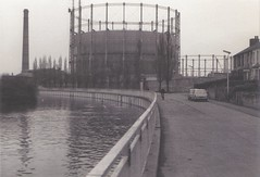 Riverside (innpictime ζ♠♠ρﭐḉ†ﭐᶬ₹ Ȝ͏۞°ʖ) Tags: cambridge chimney bw film austin river blackwhite riverside cam gas 1975 rowing morris scull holder 1100 gasometer pumpingstation prakticaltl