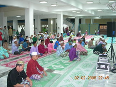 Spillover crowd into the lobby (MindSpring) Tags: mosque masjid maalhijrah almuhtadin