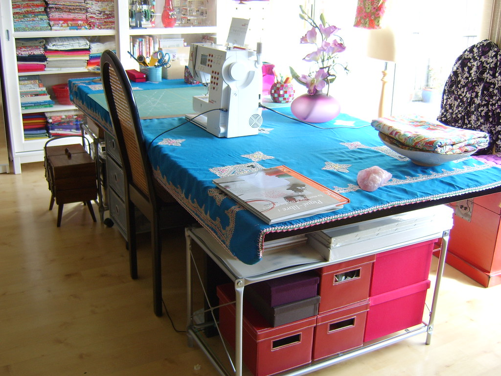 sewing table with storage underneath tags with table couture ikea. Black Bedroom Furniture Sets. Home Design Ideas