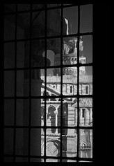 Certe cose vanno guardate da dentro (pierofix) Tags: old light shadow sky bw italy white black tower window glass vertical architecture melting italia torre cathedral ombra columns bn pisa finestra pointofview cielo duomo toscana battistero leaning bianco antico nero architettura luce deformed scorcio verticale colonne vetro archi cattedrale maglia geometrie griglia piazzadeimiracoli pendente torredipisa arks puntodivista attraverso udot deformato sciogliendo