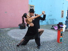 Tango - Um sentimento que se dana (Ldia Ramalho) Tags: argentina azul buenosaires mulher negro rosa tango laboca paixo casal homem ih caminito blueribbonwinner littlestories digitalcameraclub supershot 35faves passionphotography anawesomeshot aplusphoto infinestyle diamondclassphotographer flickrdiamond excellentphotographerawards colourartaward top20femmes bairrotpicoseduo picswithsoul 100commentgroup ldiaramalho