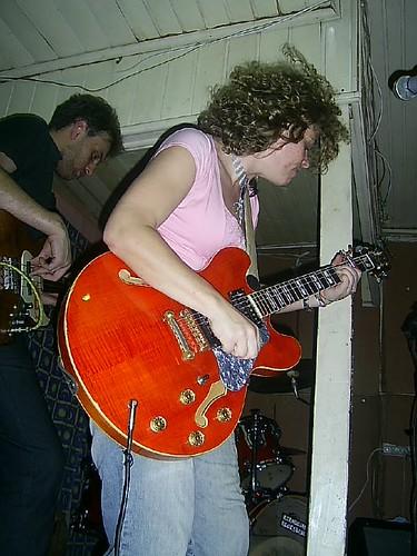 Alice na Guitarra detonando o Blues