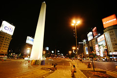 Buenos Aires é charmosa... (poperotico) Tags: argentina geotagged avenida buenosaires obelisco nuevedejulio sigma1020