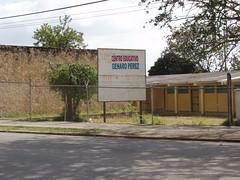 Escuela Genaro Perez (letrero)